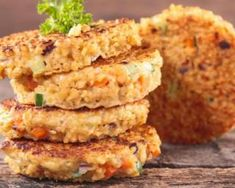 This recipe for Quinoa Cakes offers a crispy Asian appetizer that is easier and healthier then egg rolls. The best way to use your leftover quinoa. Asian Appetizers, Appetizer Recipes, Vegan Dishes, Food Dishes, Side Dishes, Kosher Recipes, Cooking Recipes, Food Terms, Fried Quinoa