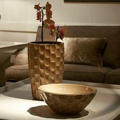 Honey craquelet  #marionisrl #madeinitaly #luxuryliving #concept #vase #vasi #svuotatasche #craquelet #honey #miele #sofa  #table #interiordesign #florence #firenze  #italia #craft #ceramic  #ceramica