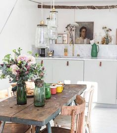 Old Meets New In A Charming Paris Home / Zoe de La Cases apartment - Ikea kitchen and farmhouse table Paris Kitchen, Eat In Kitchen, Ikea Kitchen, Kitchen Interior, Cocina Shabby Chic, Shabby Chic Kitchen, Sweet Home, Kitchen Models, Scandinavian Home
