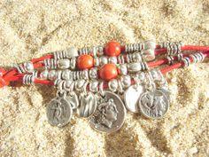 Pulsera Macedonia. Cuero y coral.