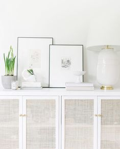 There is nothing Greater when compared to a ingenious IKEA Hack of worn place, and it is a superb excuse to Re Ikea Eket, Ikea Hack, Muebles Living, Guest Bedroom Decor, Master Bedroom, Home Living Room, Diy Furniture, White Furniture, Family Room