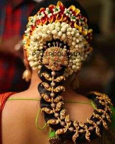 Wedding flower jadai - Book bridal poola jada or flower veni online for your wedding and get it delivered to your doorstep. South Indian Bride Hairstyle, Indian Bridal Hairstyles, Bride Hairstyles, Bun Hairstyle, Indian Hair, Bridal Flowers, Flowers In Hair, Hair Jewelry, Bridal Jewelry
