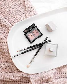 NARS eyeshadow and makeup brushes