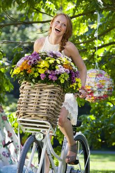 spring is in the air Book Flowers, Hand Flowers, Bicycle Girl, Bicycle Race, Spring Home, Happy Spring, Chrysanthemum, Flower Delivery, Spring Colors