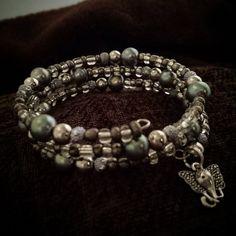 B22-34 Memory Wire Beaded Bracelet Elephant Charm
