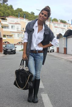 White shirt and jeans always works for me. Love the big black purse!