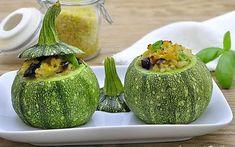 Zucchine tonde ripiene di bulgur e olive nere