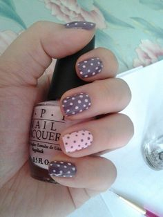 Pink and gray polka dots nails for Automn