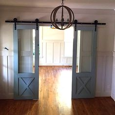 Sliding barn doors with hardware von CrowRiverCreations auf Etsy