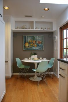 good idea to paint the inside a different color, really makes the nook look like its own area.  and you know i love the color of those aqua chairs...