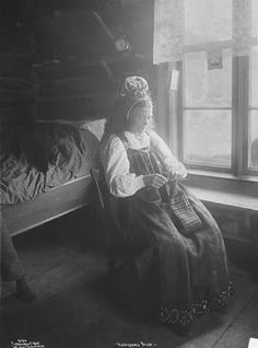 Galleri NOR; Hallingdals Brud i Stuen 1908