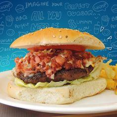 En Ají Seco te ofrecemos el más cómodo ambiente, rodeado por las únicas hamburguesas rellenas de toda Bolivia. Podrás pasarla de lujo en nuestros divertidos espacios, acompañado de la mejor y más variada música ¡Compruébalo tú mismo!