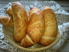 Domácí křupavý chlebík: Hotový raz-dva, voní po celém domě a chutná úžasně! Hungarian Recipes, Russian Recipes, Good Food, Yummy Food, Czech Recipes, Bread And Pastries, Home Baking, Low Carb Bread, Appetisers