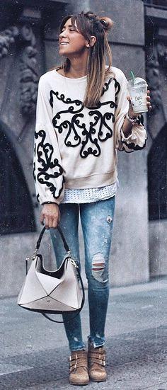 stylish look | sweatshirt + bag + ripped jeans