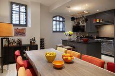 KITCHEN - DINING ROOM : Salas de jantar modernas por REIS LONDON LTD