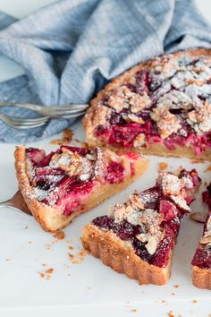 Rhubarb & Raspberry Frangipane Tart with Almond Praline - The Brick Kitchen Rhubarb Recipes, Tart Recipes, Sweet Recipes, Baking Recipes, Sweet Pie, Sweet Tarts, Frangipane Tart, Delicious Desserts, Yummy Food