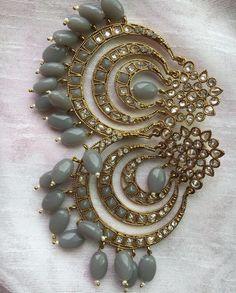 Indian Jewelry Earrings, Indian Jewelry Sets, Jewelry Design Earrings, Gold Earrings Designs, Ear Jewelry, Antique Earrings, Jewlery, Antique Jewellery Designs, Fancy Jewellery