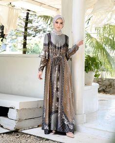 "Wearing Klamby on Instagram: ""Lily Dress color Choco Truffle ❤️ Who waits for this color? 😍 Jangan sampai kehabisan warna bold yang manis ini ya 🙌🏻🥰 • Akan tersedia…"" Choco Truffle, Hijab Dress, Truffles, Lily, Victorian, Color, Instagram, Dresses, Fashion"