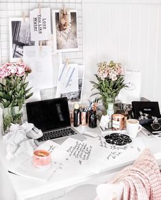 See more ideas about Home office decor, Workspace inspiration and Office decor. Decoration Inspiration, Workspace Inspiration, Room Inspiration, Desk Inspo, Office Inspo, My New Room, My Room, Study Space, Desk Space