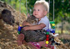 Muito amor: 30 fotos lindas de bebês e crianças com seus animais de estimação!