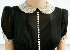 Pretty blouse with lace Peter Pan collar, tiny buttons, pintucks and a little ruffle on the sleeve. Retro Mode, Vintage Mode, Image Fashion, Fashion Details, Vintage Outfits, Vintage Dresses, Pretty Outfits, Cute Outfits, 40s Dress