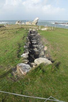 Fours à goémon de Meneham,  orienté nord sud pour être toujours soumis au vents d'ouest dominant