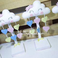 """Centros de mesa """"Chuva de amor"""" #chuvadebencaos #chuvadeamorparty #festachuvadeamor #centrodemesa #nuvensdeamor #nuvemdeamor #nuvemdefeltro #nuvemfesta #festanuvens"""