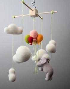 Mobile wolken + olifant