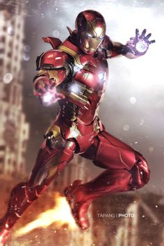 Think you know all about Tony Stark played by Robert Downey Jr. Check out these 25 Stunning Facts About Iron Man That You Didn't Know. A must read for Marvel fans. Iron Man Avengers, Marvel Avengers, Marvel Heroes, Marvel Funny, Thanos Marvel, Marvel Women, Marvel Girls, Funny Comics, Iron Man Kunst