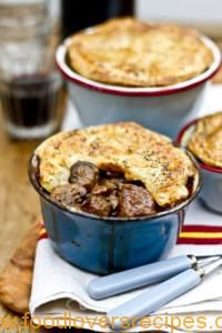 Beef, Guinness and Mushroom Pie. Beef, Guinness and Mushroom Pie. Irish Recipes, Meat Recipes, Cooking Recipes, Russian Recipes, Curry Recipes, Recipies, Guinness Pies, Guiness Beer, Beef And Guinness Pie