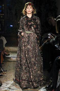 Luisa Beccaria Fall 2017 Ready-to-Wear Collection Photos - Vogue Fashion Week, Runway Fashion, Luisa Beccaria, Milan, Dedicated Follower Of Fashion, Dressy Outfits, Fashion Show Collection, Vogue Paris, Autumn Winter Fashion