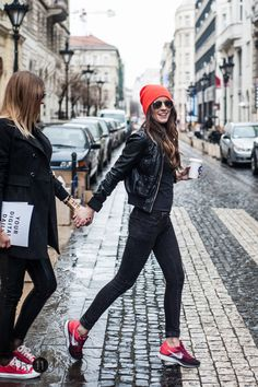 sneaker, hat, sunglasses, nike, colorful, coffee, friends Red Sneakers Outfit, Sneaker Outfits Women, Leather Sneakers, Simple Outfits, Casual Outfits, Fashion Outfits, Orange Beanie, Beanie Outfit, Leather Jacket Outfits