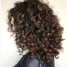 We've got a serious curl crush on this defined ringlet style from Aveda Artist Gianne Nascimento. To create the look, she used Aveda Be Curly Curl Enhancer and dried with a diffuser. Ombre Curly Hair, Best Ombre Hair, Thick Curly Hair, Brown Ombre Hair, Curly Hair Tips, Wavy Hair, Curly Hair Styles, Ringlets Hair, Ringlet Curls