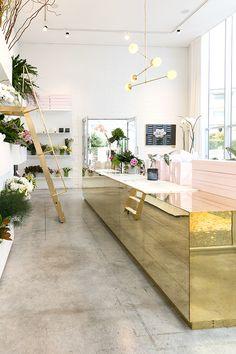 Home decor, interior decor, interior design models and decoration ideas meet. Design Shop, Flower Shop Design, Shop Interior Design, Retail Design, Store Design, House Design, Florist Shop Interior, Boutique Interior, Design Interiors