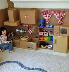 Domek, kuchenka, a może samolot - zobacz najciekawsze sposoby na wykorzystanie tekturowych pudeł