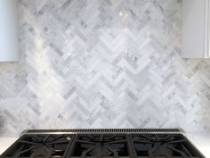 31 Perfect Kitchen Backsplash Decorating Ideas And Remodel. If you are looking for Kitchen Backsplash Decorating Ideas And Remodel, You come to the right place. Here are the Kitchen Backsplash Decora. Home Design, Küchen Design, Kitchen Redo, Kitchen Tiles, Kitchen Countertops, Kitchen Backsplash Design, Kitchen Soffit, Kitchen Cabinets, Kitchen Remodelling