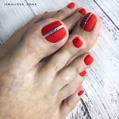 What Christmas manicure to choose for a festive mood - My Nails Pedicure Designs, Manicure E Pedicure, Toe Nail Designs, Cute Toe Nails, Toe Nail Art, Pretty Nails, Nail Art Pieds, Red Nails, Hair And Nails
