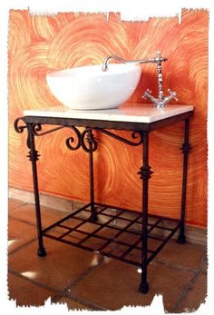 Mueble de hierro forjado para lavabo.