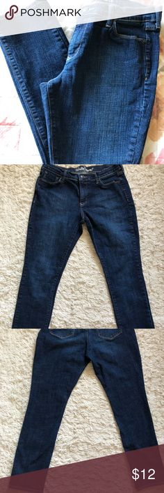 Old Navy Dark Wash Straight Leg A great pair of SHORT jeans! Old Navy Jeans Straight Leg