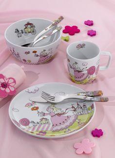 Piękny 7-częściowy zestaw Prinzessin Angel marki Auerhahn. Zestaw składa się z kubeczka, miseczki, talerzyka, łyżki obiadowej, noża obiadowego, widelca obiadowego oraz łyżeczki do herbaty. Wszystkie elementy zdobione są grafiką o tematyce związanej z księżniczkami. Doskonały pomysł na prezent dla dziewczynki.