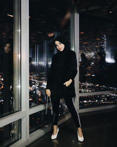 """Shirin Al Athrus di Instagram """"that one crazy night with a crazy view 🌃🌌 #AtTheTop #shireeenztravels"""" Ootd Hijab, Hijab Outfit, Floral Homecoming Dresses, Fall Outfits, Casual Outfits, Hijab Fashion, Fashion Outfits, Crazy Night, Girl Photography"""