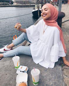Image in Esraa Majid& hijab collection on We Heart It # fashiontrends . - Image in Esraa Majid& hijab collection on We Heart It # fashiontrends - Hijab Fashion Summer, Modest Fashion Hijab, Modern Hijab Fashion, Street Hijab Fashion, Hijab Casual, Hijab Fashion Inspiration, Fashion Mode, Muslim Fashion, Look Fashion