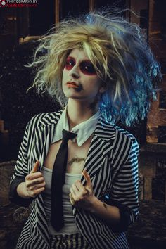 Inspiration & accessories for your DIY Beetlejuice halloween costume idea Costume Halloween, Diy Halloween Costumes For Women, Up Costumes, Halloween 2020, Halloween Outfits, Halloween Party, Costume Ideas, Beetlejuice Halloween Costume, Beetlejuice Makeup