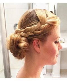 Side Bun Hairstyles Classy Rolled Side Bun Hairstyles Prom Hairstyles Pinterest  Side
