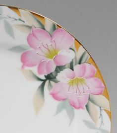 NORITAKE AZALEA CHINA SERVICE: Approx. 90 pieces in the Azalea (252622 and 19322) pattern by Noritake