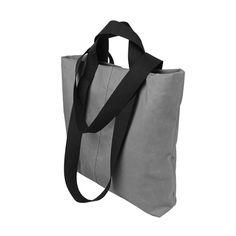 Designerska torba na ramię typu shopper bag. Bardzo pojemna i wygodna.  Wymiary: 42 cm szerokość na środku torby, 40 cm wysokość.  Podwójne, bardzo wytrzymałe rączki z taśmy nośnej długości 30 cm do ręki i 62 cm na ramię.  Torebka zapinana na zamek - kolor do wyboru - czarny, niebieski lub pomarańczowy.  Shopperka uszyta z szarej tkaniny plecakowej. W środku wykończona czarną podszewką.  Dwie dodatkowe kieszenie w środku - również zapinane na zamek. #gray #shopper #bag