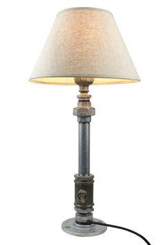 CHEM. Nueva lámpara de mesa, con interruptor regulador de intensidad, con una llave de paso de agua como conmutador eléctrico. Hecha a mano con piezas de hierro galvanizado. Accesorio con imán.