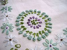 vintage pattern stitch-along. i love this pattern. i should embroider something.