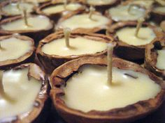 beeswax walnut shell candles her special tip: & go round I had a stroke of genius. I rolled out a sheet of playdough and then pushed the halves into the dough to hold them level and steady. Shell Candles, Diy Candles, Floating Candles, Beeswax Candles, Homemade Candles, Candle Wax, Yule, Mabon, Wiccan Crafts