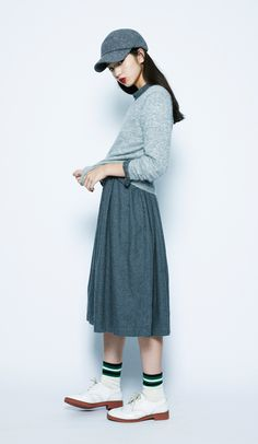 This gray layered outfit stands out perfectly. The well-matched green lined socks also add a sporty feel in with the current trend.NEP Tweed Hat¥2,900+tax / No415769Michelle Baby Alpaca Pullover¥6,900...